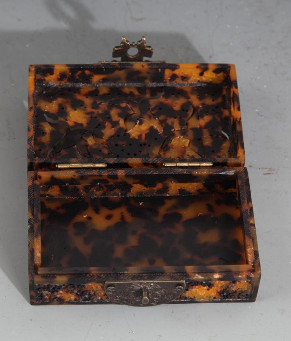 A FINE OLD CHINESE JEWELRY BOX - 3
