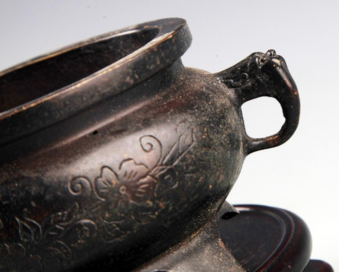 A FINELY CARVED DOUBLE EAR BRONZE CENSER - 2