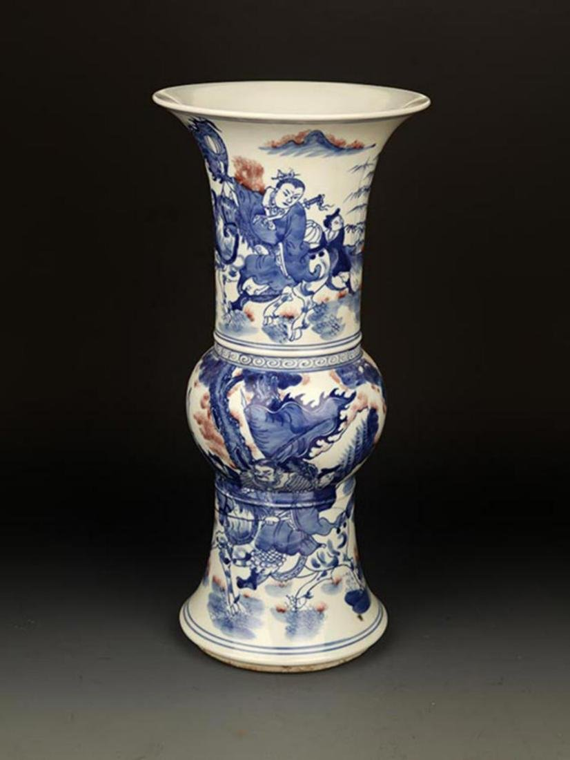 A LARGE BLUE AND WHITE STORY PORCELAIN VASE