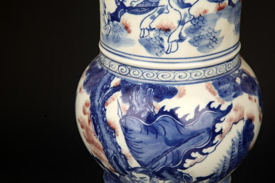 A LARGE BLUE AND WHITE STORY PORCELAIN VASE - 4