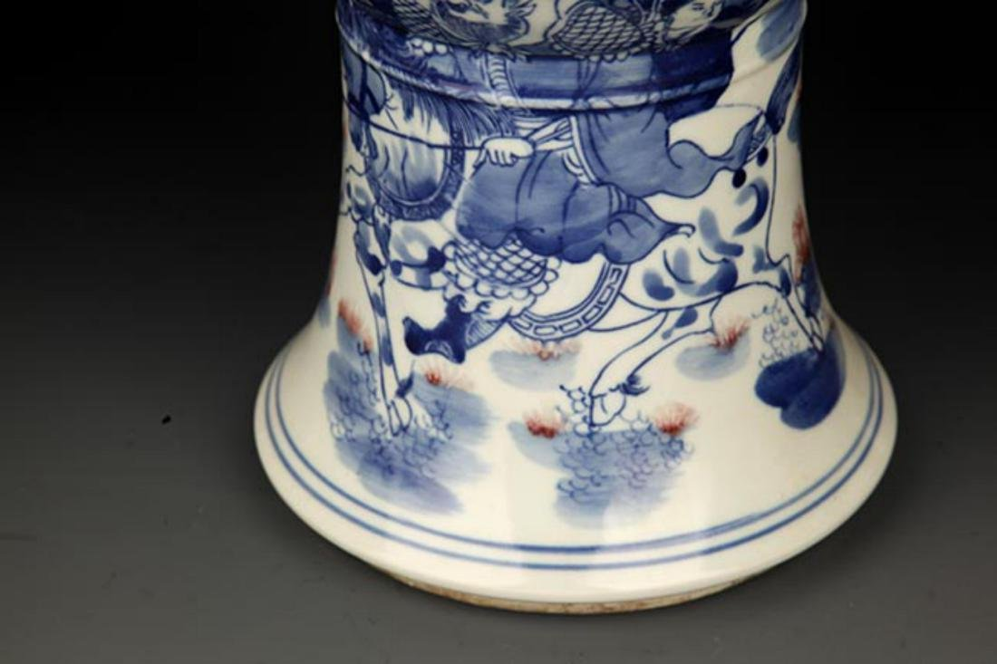 A LARGE BLUE AND WHITE STORY PORCELAIN VASE - 5