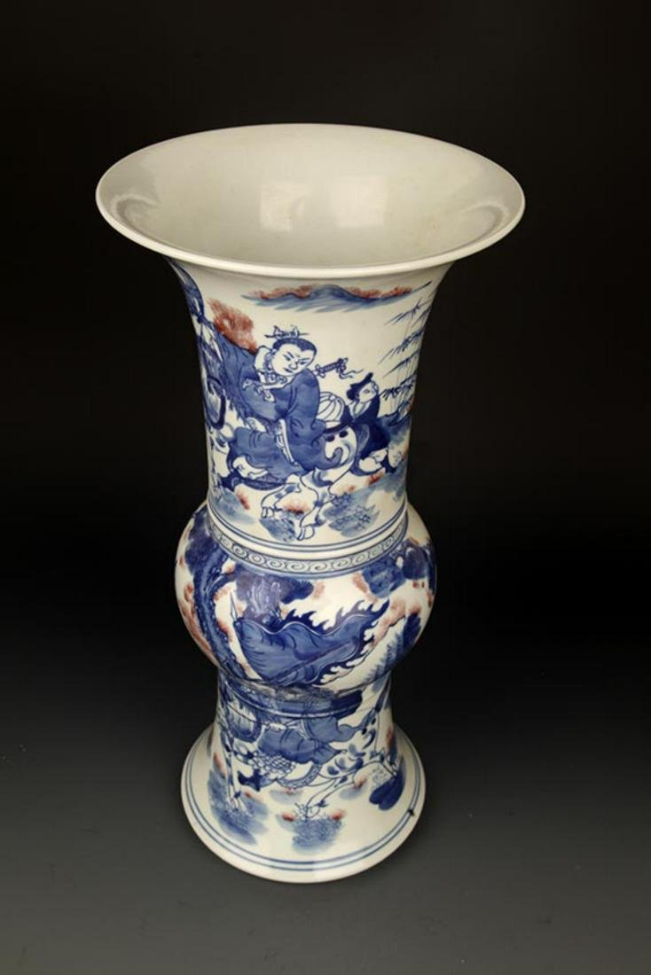 A LARGE BLUE AND WHITE STORY PORCELAIN VASE - 6
