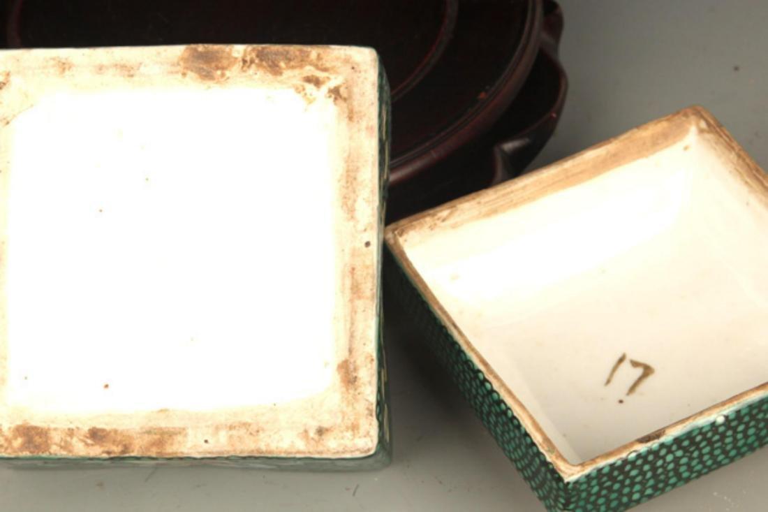 A FINE FAMILLE ROSE COLOR SQUARE PORCELAIN BOX - 5