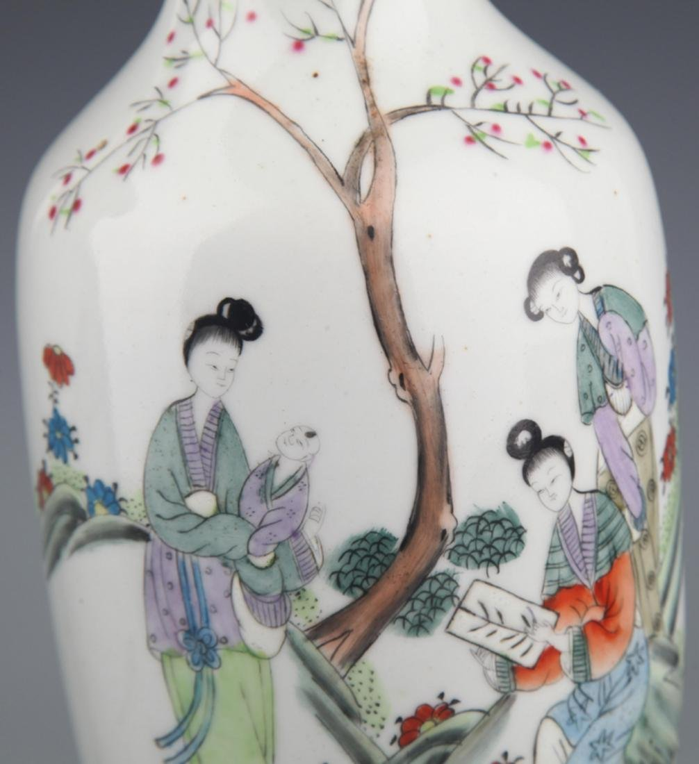 A PAIR OF COLORFUL PAINTED PORCELAIN BOTTLE - 3