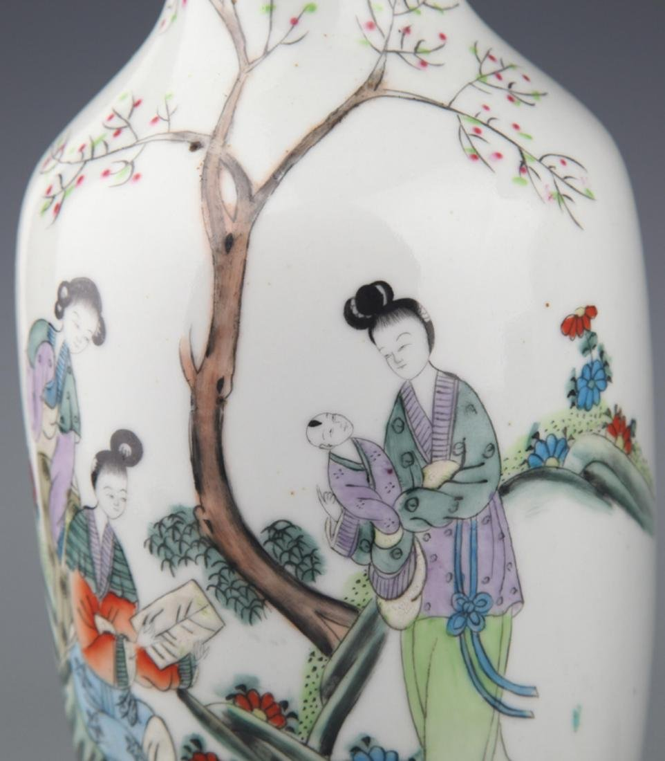 A PAIR OF COLORFUL PAINTED PORCELAIN BOTTLE - 4