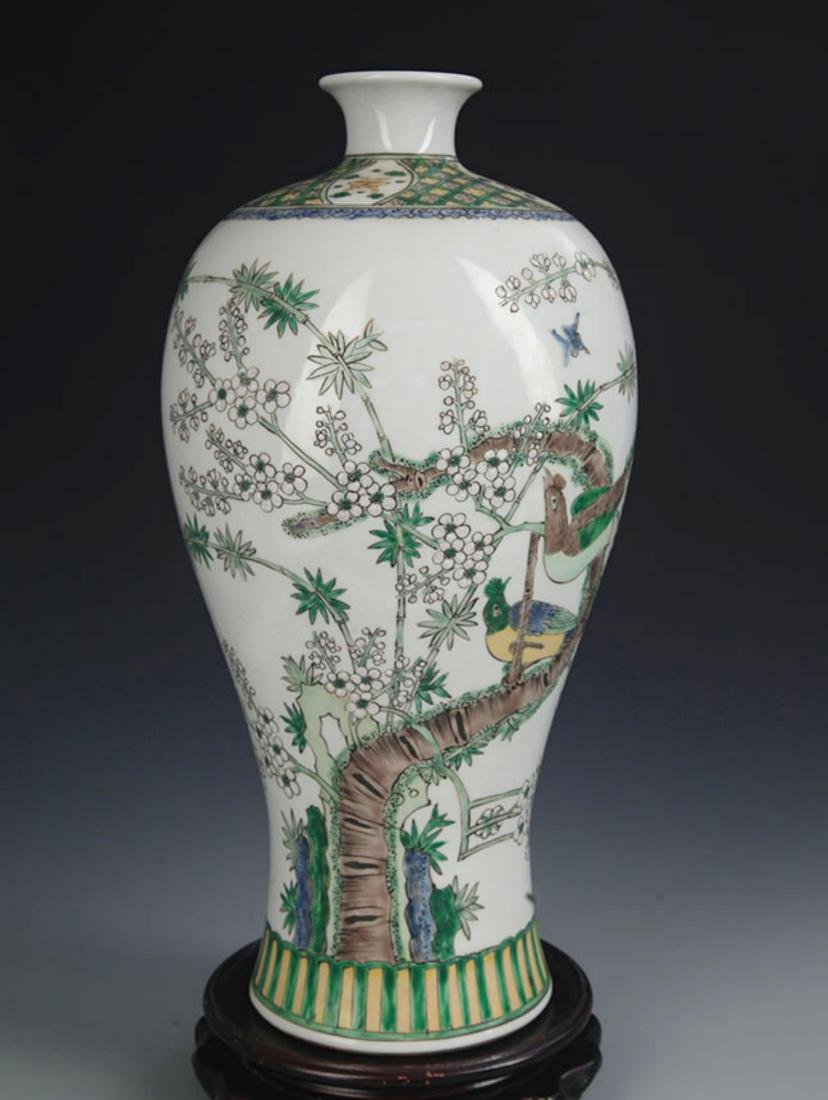 A LARGE FAMILLE VERTE MAGPIE MEI BOTTLE