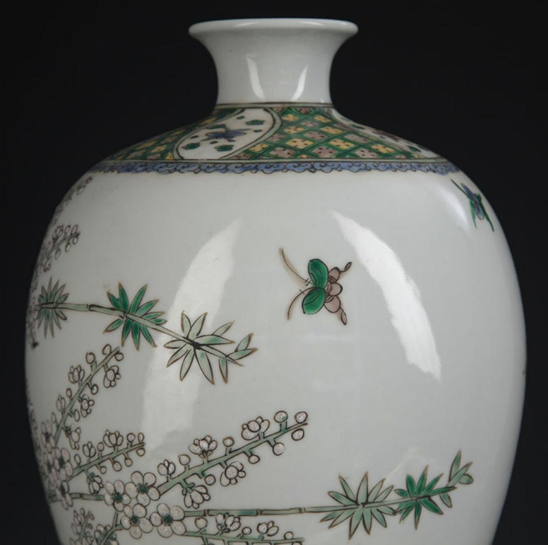 A LARGE FAMILLE VERTE MAGPIE MEI BOTTLE - 6