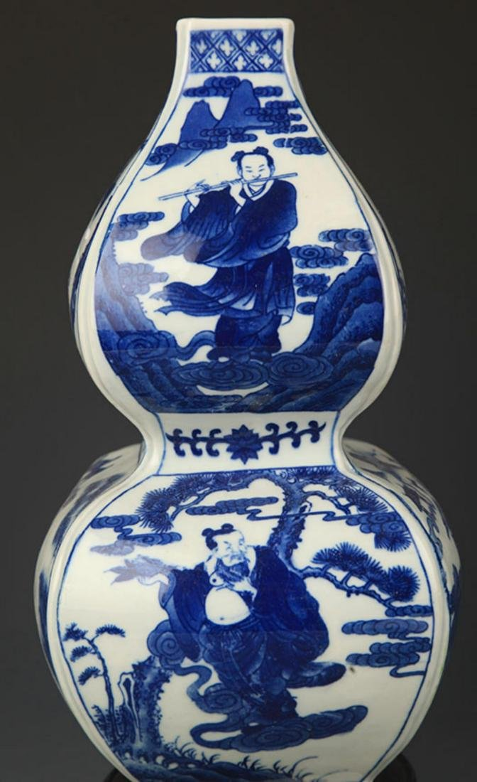 A BLUE AND WHITE CHARACTER PAINTED CUCURBIT VASE - 4