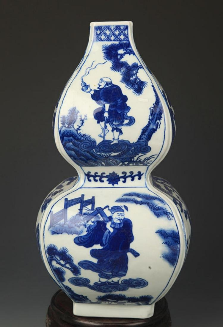 A BLUE AND WHITE CHARACTER PAINTED CUCURBIT VASE - 5