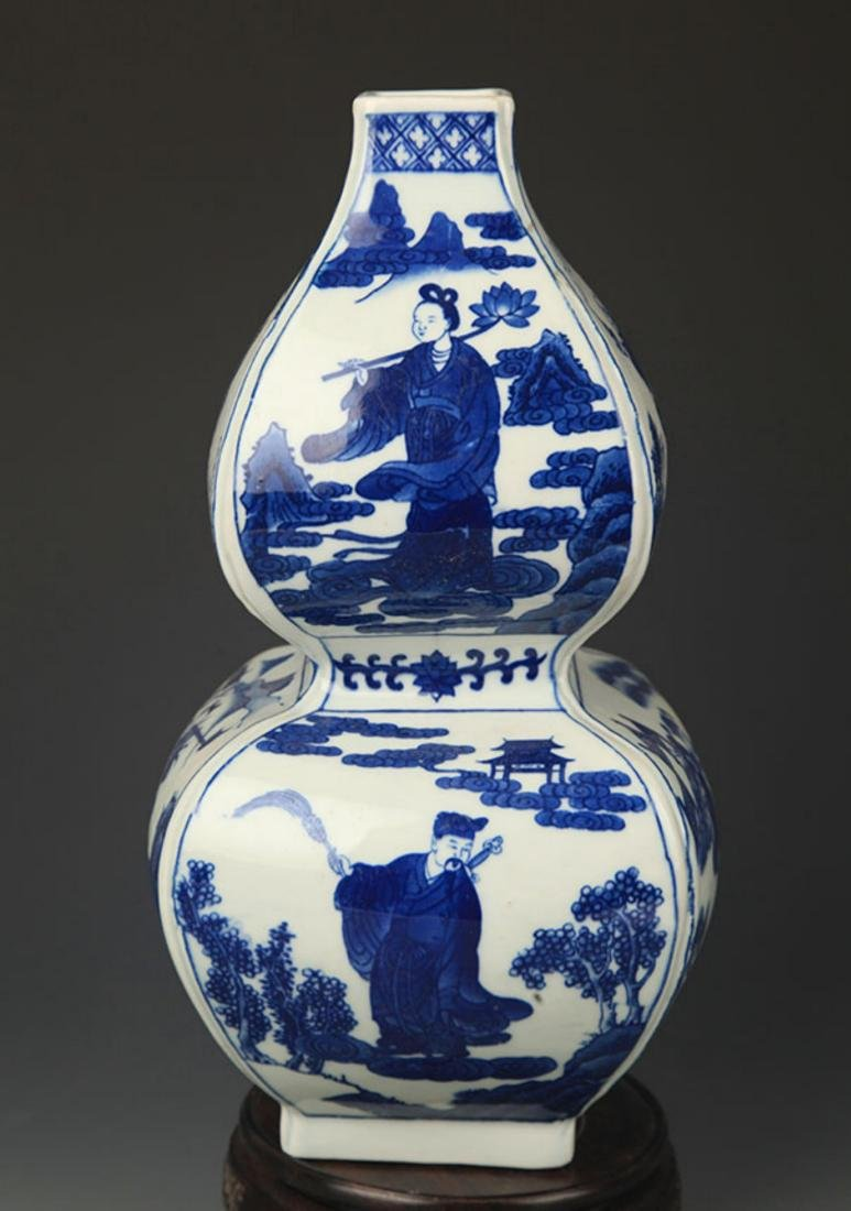 A BLUE AND WHITE CHARACTER PAINTED CUCURBIT VASE - 6