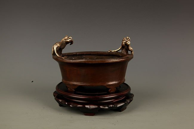 A BRONZE ANIMAL TOP FIGURE BRONZE CENSER