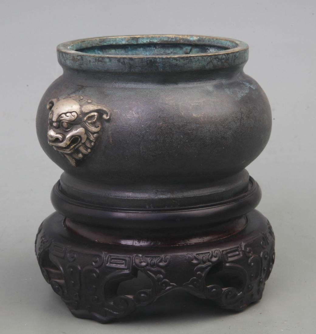 A FINE BRONZE ANIMAL TOP LION HANDLE BRONZE - 6