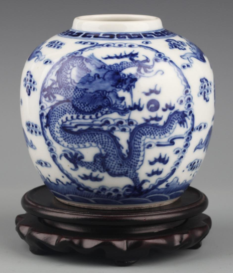 A BLUE AND WHITE DRAGON PAINTED PORCELAIN JAR
