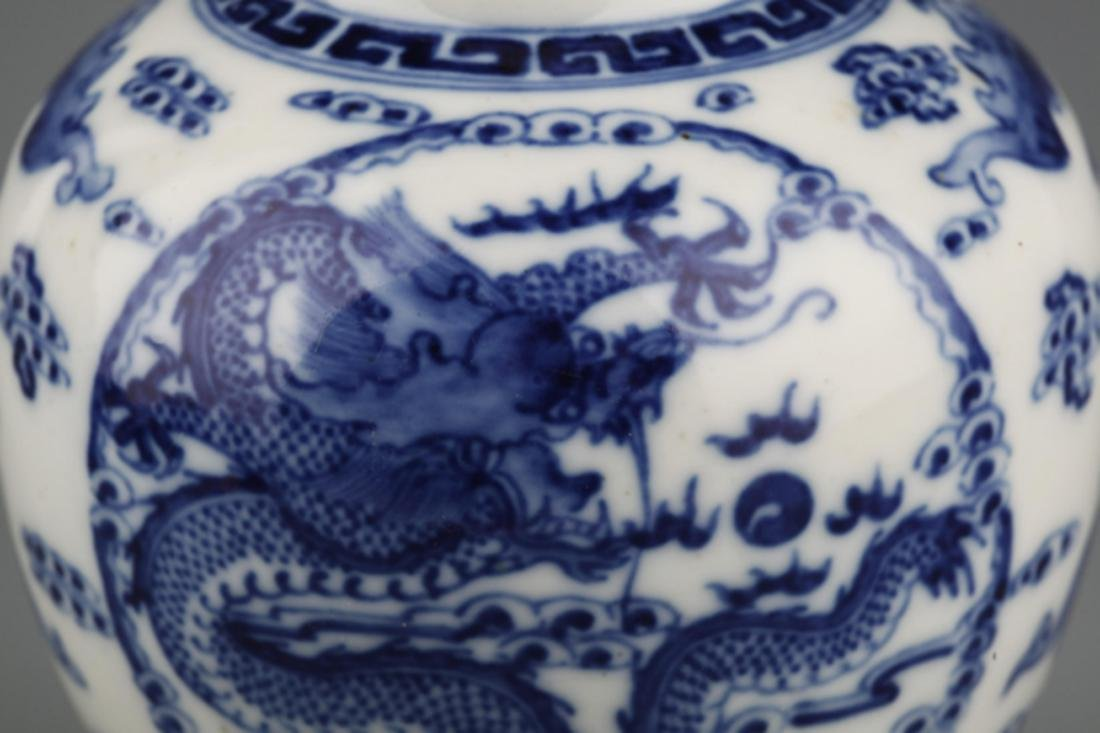 A BLUE AND WHITE DRAGON PAINTED PORCELAIN JAR - 3