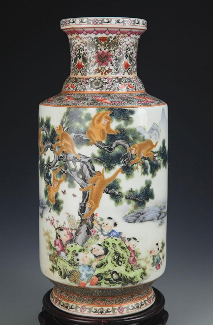 A FAMILLE ROSE MONEY PAINTED WOODEN CLUB STYLE VASE