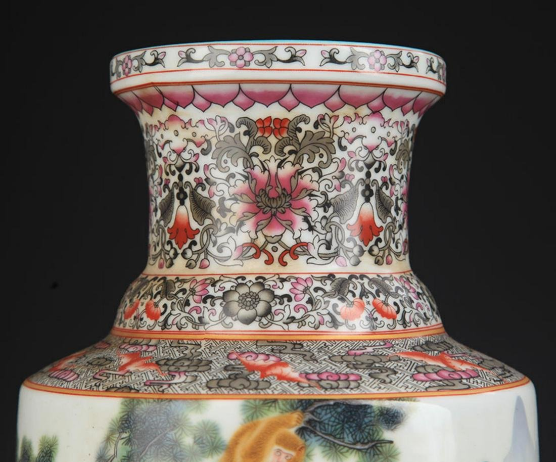 A FAMILLE ROSE MONEY PAINTED WOODEN CLUB STYLE VASE - 3