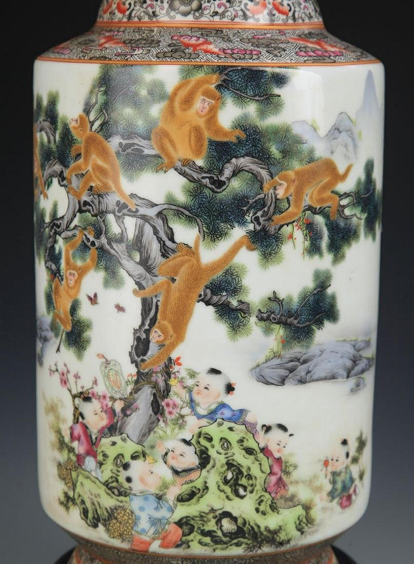 A FAMILLE ROSE MONEY PAINTED WOODEN CLUB STYLE VASE - 4