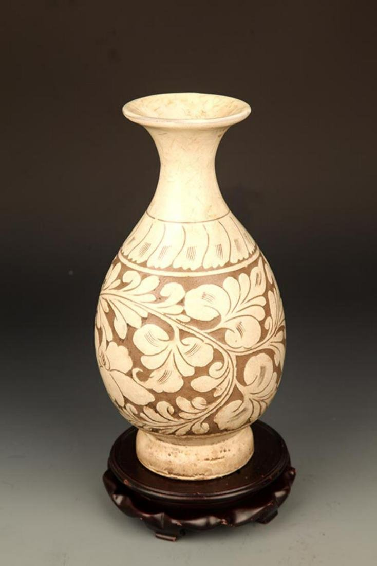 A FINE FLOWER CARVING CI ZHOU KILN PORCELAIN BOTTLE