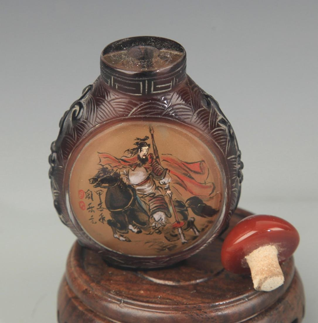 A FINE CHARACTER PAINTED GLASS SNUFF BOTTLE - 3