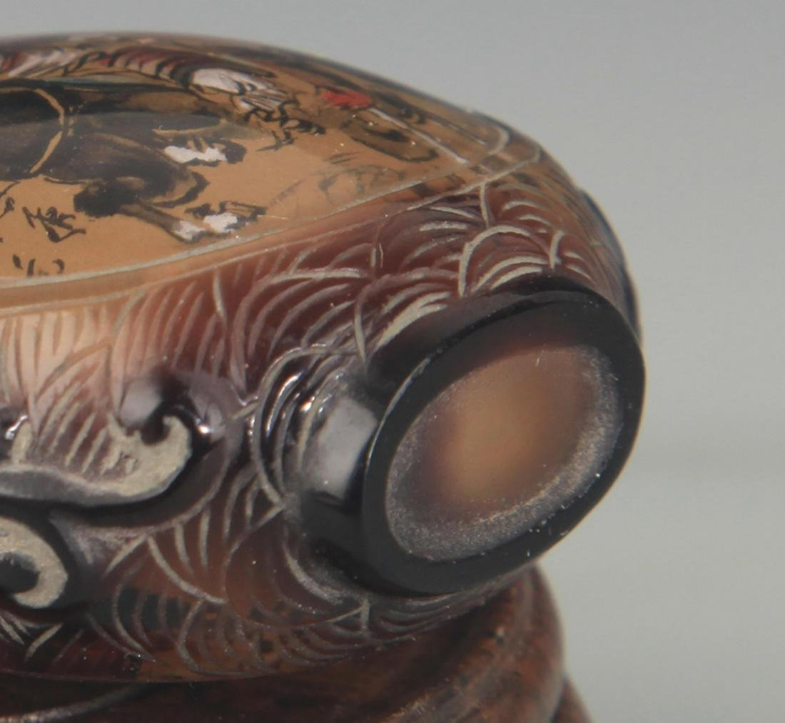 A FINE CHARACTER PAINTED GLASS SNUFF BOTTLE - 4