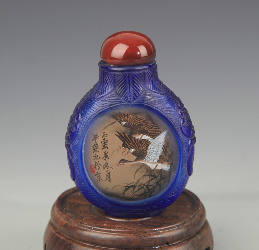 A GOOSE PAINTED GLASS SNUFF BOTTLE