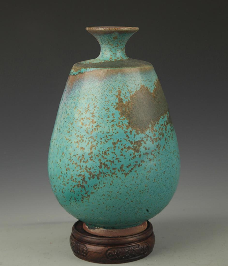 A LU JUN GLAZE PORCELAIN DECORATION VASE