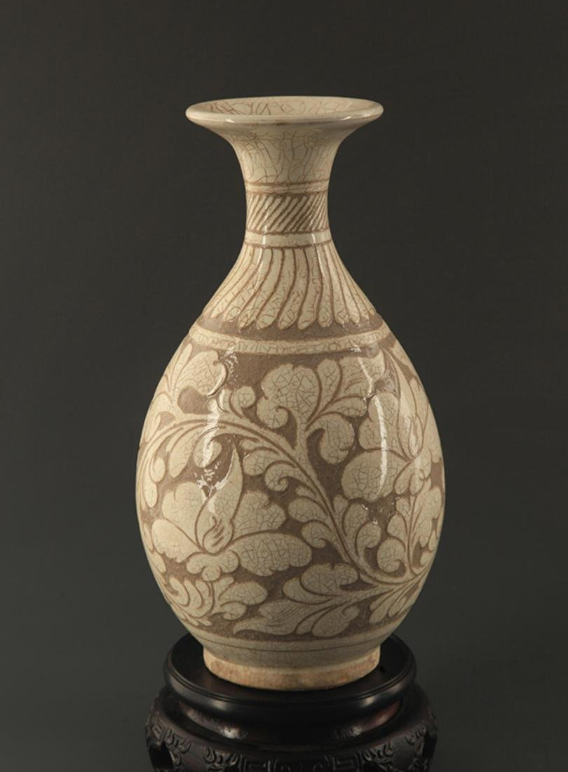 A CI ZHOU YAO FLOWER CARVING YU HU CHUN BOTTLE