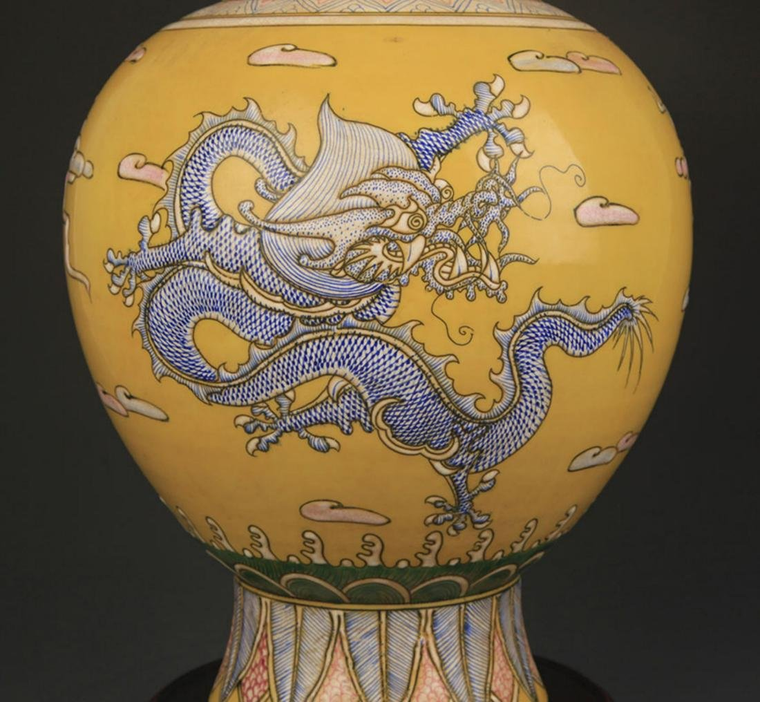 YELLOW GROUND FAMILLE ROSE DRAGON PATTERN VASE - 3