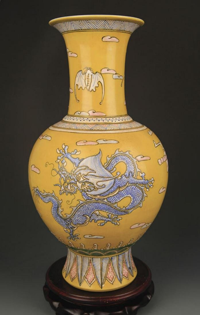 YELLOW GROUND FAMILLE ROSE DRAGON PATTERN VASE - 4