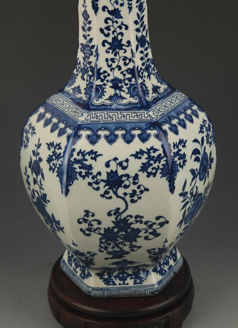 BLUE AND WHITE FLOWER PATTERN SIX SIDED VASE - 4