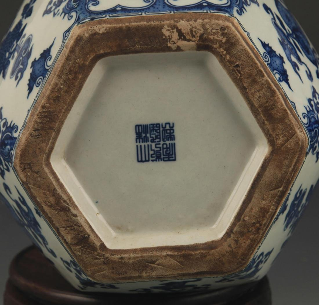 BLUE AND WHITE FLOWER PATTERN SIX SIDED VASE - 5
