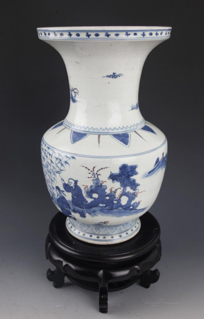 A FINELY PAINTED BLUE AND WHITE PORCELAIN JAR