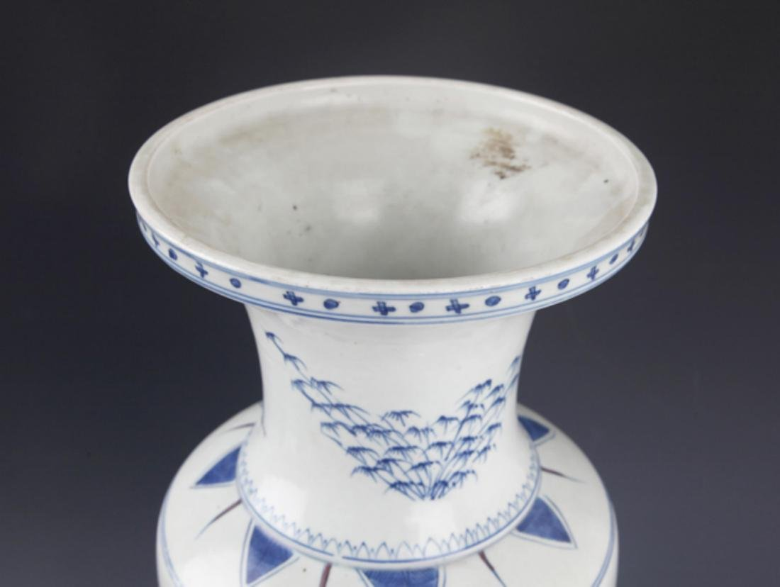 A FINELY PAINTED BLUE AND WHITE PORCELAIN JAR - 3