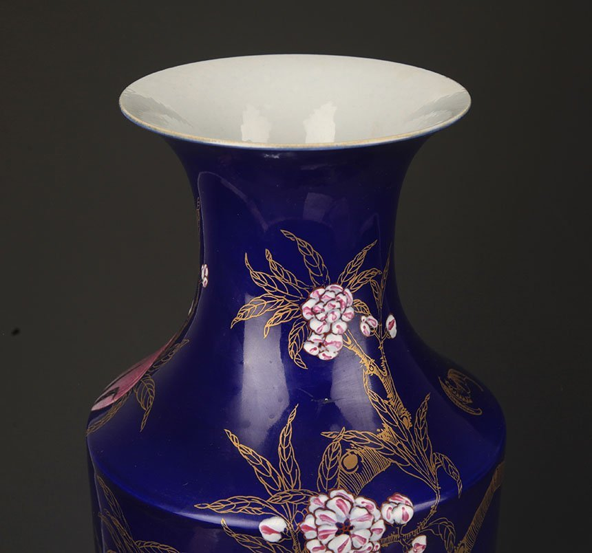 A BLUE COLOR GLAZED FAMILLE ROSE PEACH PATTERN VASE - 2