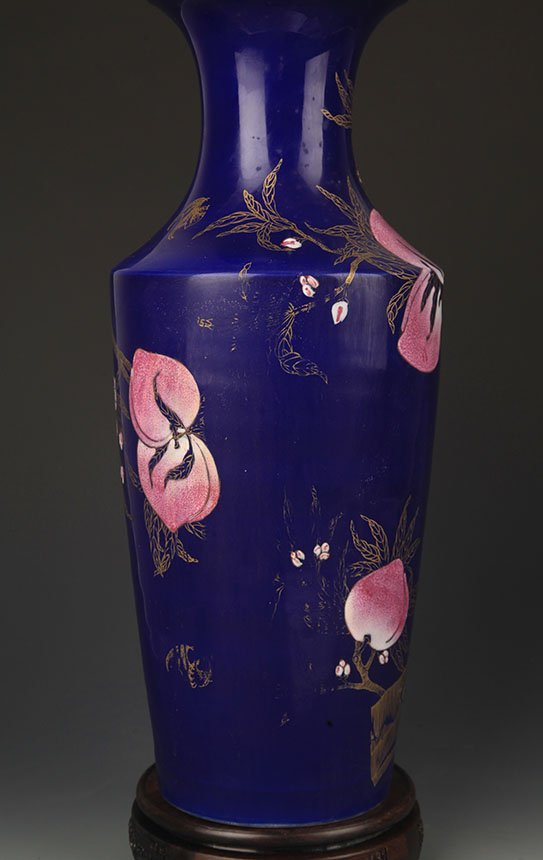 A BLUE COLOR GLAZED FAMILLE ROSE PEACH PATTERN VASE - 4
