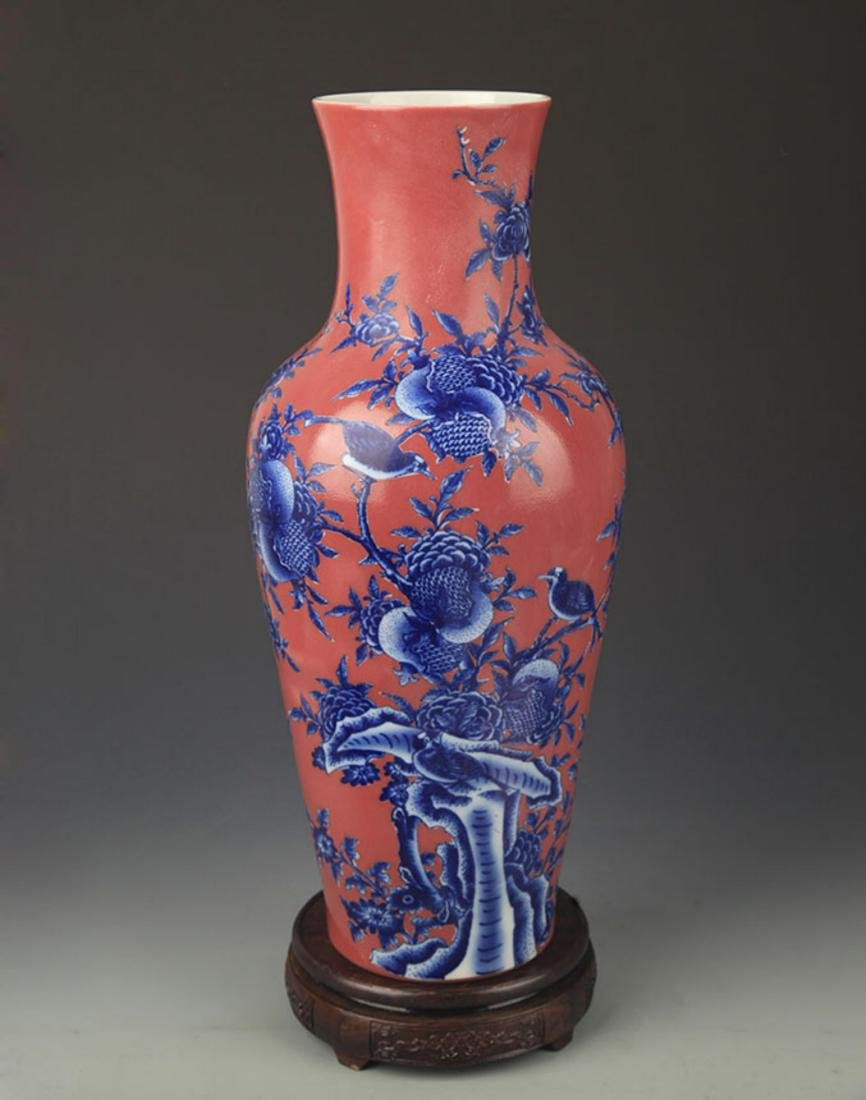 A RED COLOR GLAZED BLUE AND WHITE PATTERN GUAN YIN VASE