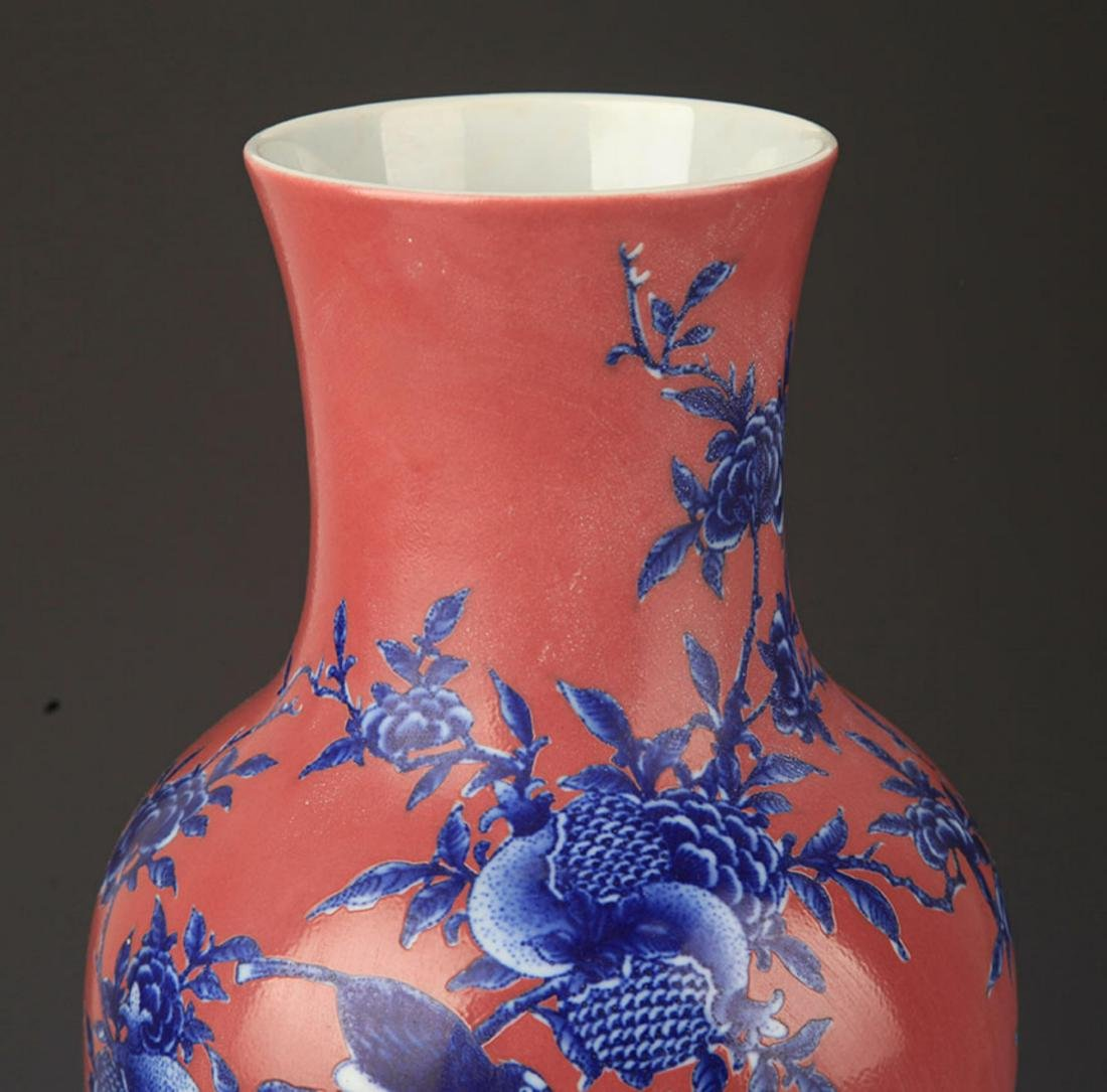 A RED COLOR GLAZED BLUE AND WHITE PATTERN GUAN YIN VASE - 2