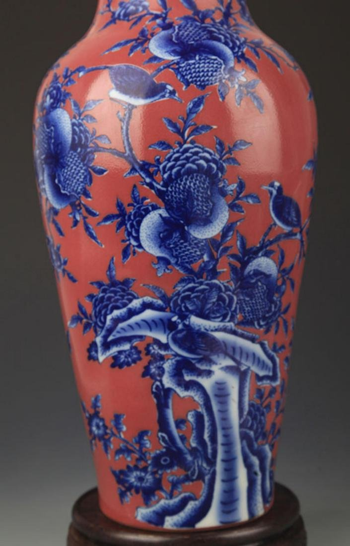 A RED COLOR GLAZED BLUE AND WHITE PATTERN GUAN YIN VASE - 3