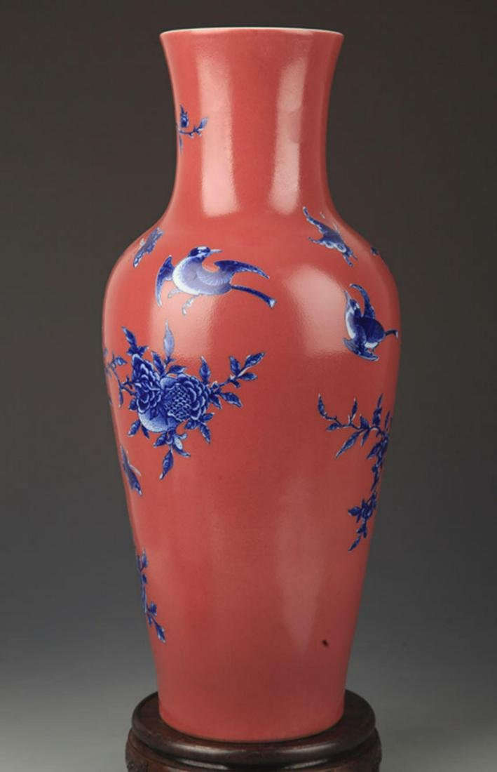 A RED COLOR GLAZED BLUE AND WHITE PATTERN GUAN YIN VASE - 4