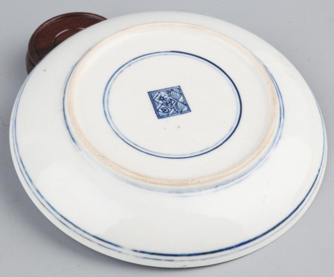 A FINELY PAINTED BLUE AND WHITE PORCELAIN PLATE - 4