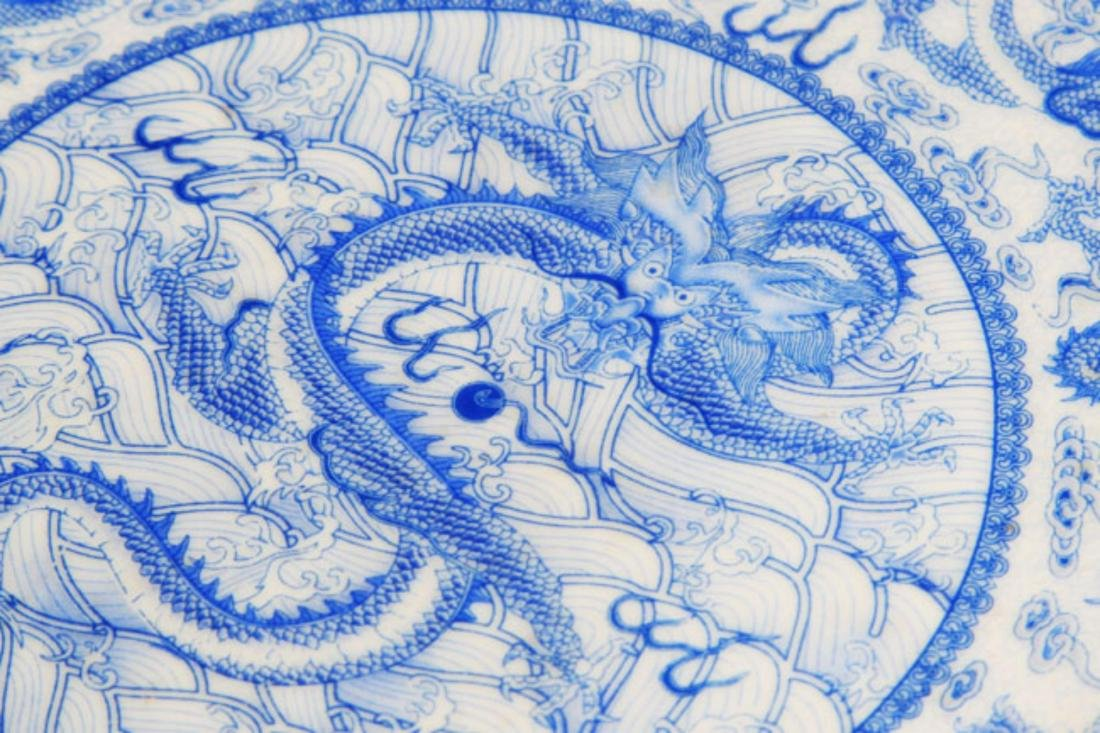 PAIR OF TWO DRAGON PAINTED PORCELAIN PLATE - 3