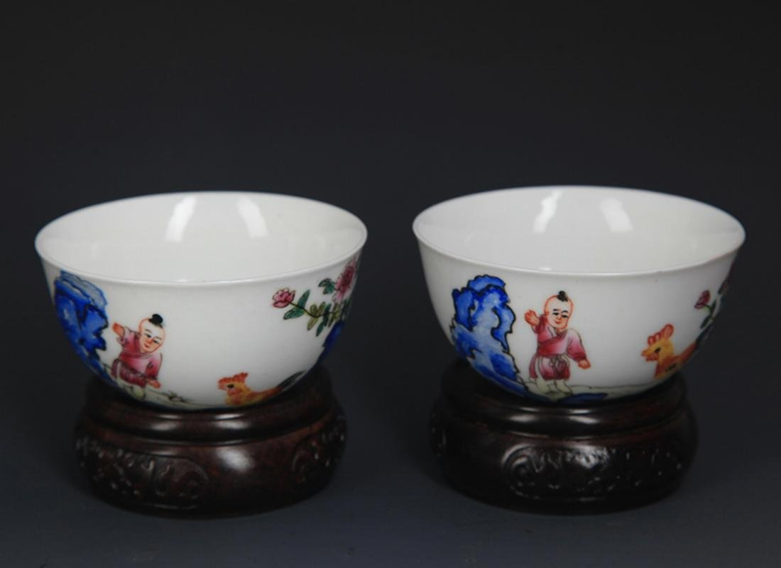 PAIR OF FAMILLE ROSE PORCELAIN CHICKEN CUP