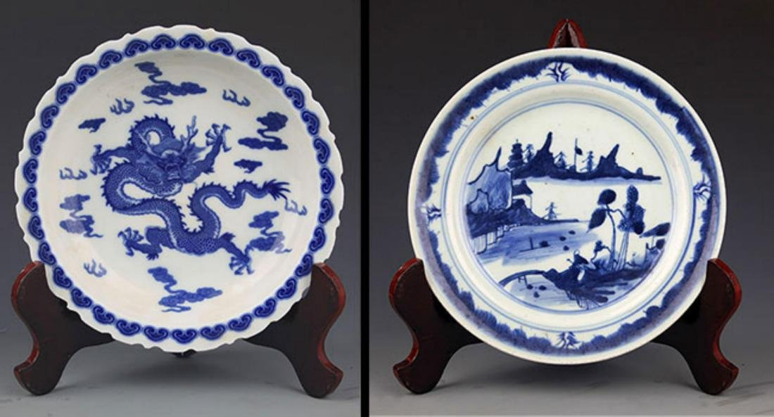 TWO FINELY PAINTED BLUE AND WHITE PORCELAIN PLATE