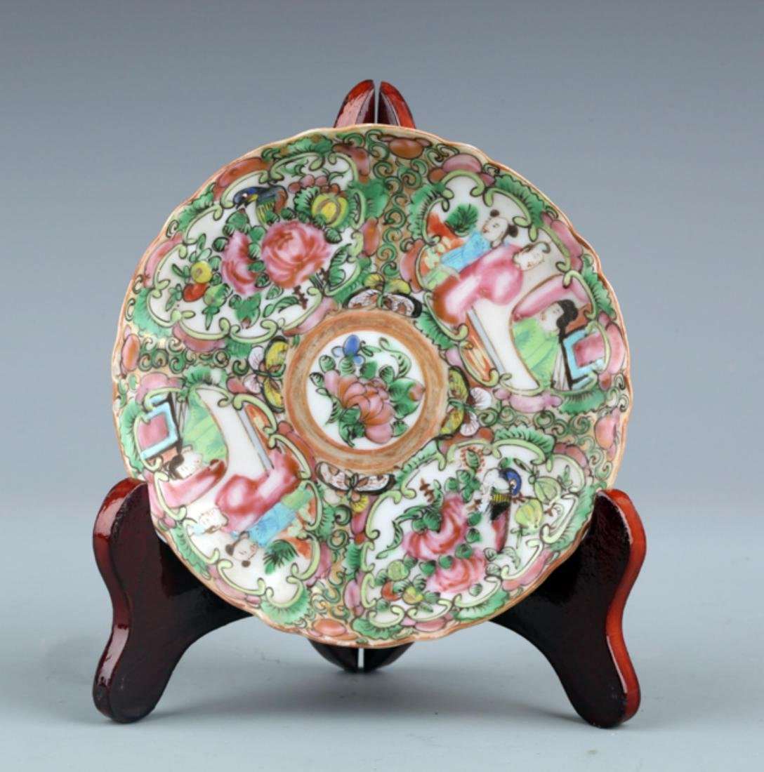A FINE FAMILLE ROSE FLOWER PAINTING PORCELAIN PLATE