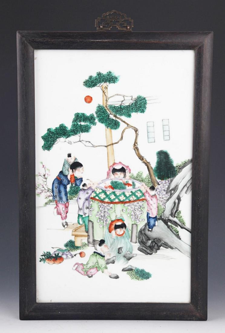 A FINELY PAINTED PORCELAIN PAINTING WITH ZITAN FRAME