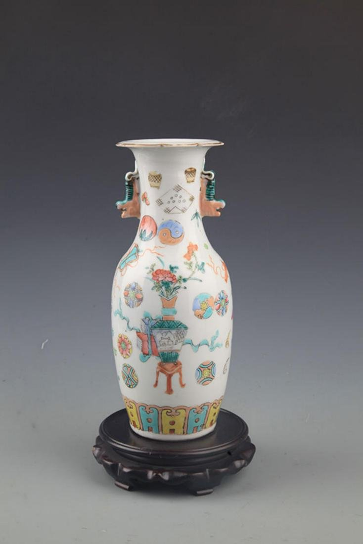 A FAMILLE-ROSE FINELY PAINTED DOUBLE EAR PORCELAIN JAR