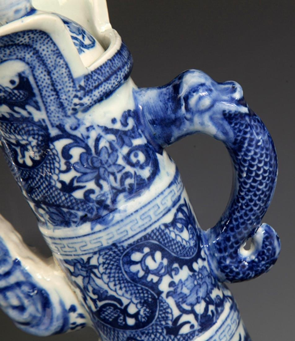 A FINELY PAINTED BLUE AND WHITE PORCELAIN WATER BOTTLE - 3