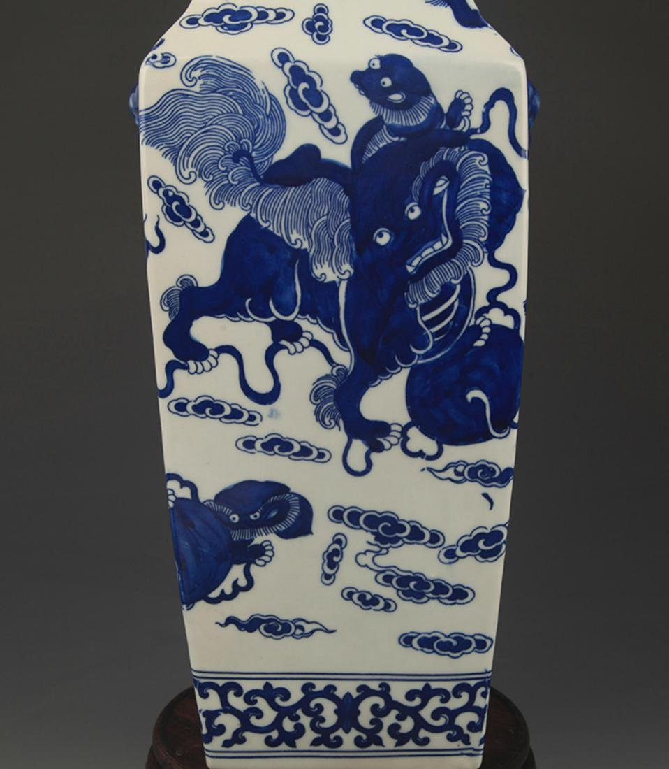 BLUE AND WHITE LION PLAYING PATTERN VASE - 3