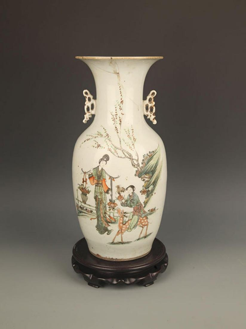A LARGE FAMILLE ROSE PORCELAIN DOUBLE EAR VASE