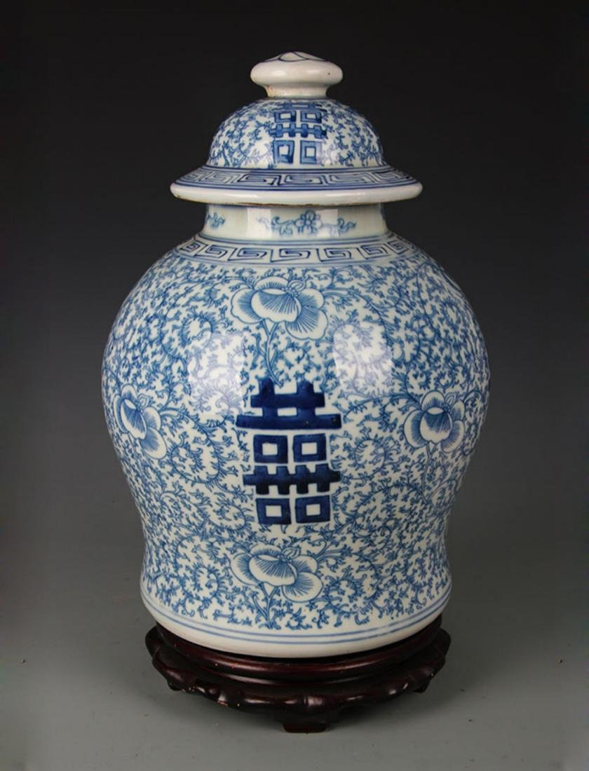 A BLUE AND WHITE GENERAL JAR